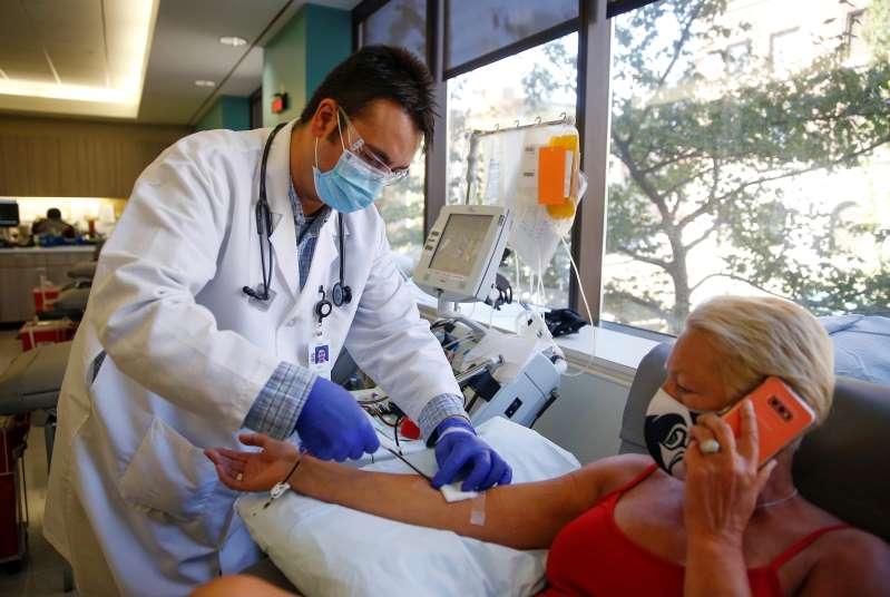 La vacuna de oxford produce respuesta inmune a las personas mayores